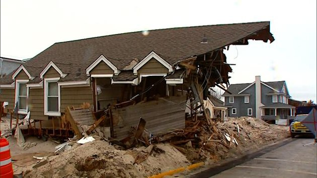 Homeowners in Mantoloking, N.J., the area hardest hit by superstorm Sandy, are finally allowed to return. Michelle Miller reports on how residents there are ready to get back to normal.