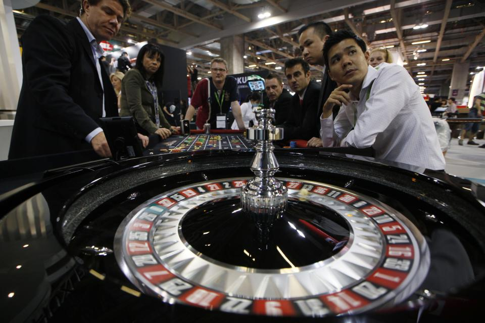 Tiny Chinese enclave remakes gambling world, Vegas