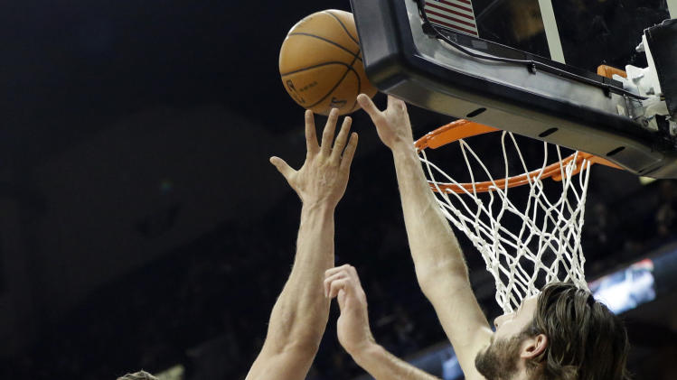 Pekovic leads Timberwolves past Bobcats 119-92