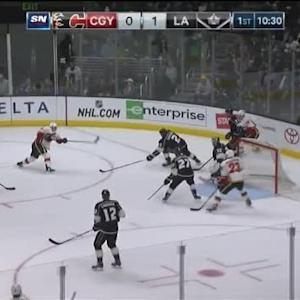 Jonathan Quick Save on Curtis Glencross (09:32/1st)