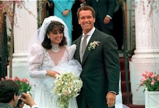 Arnold Schwarzenegger poses with his bride, Maria Kennedy Shriver, after their wedding on April 25, 1986. (AP file photo)