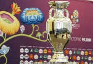 The Euro 2012 trophy is seen during its presentation ceremony before a parade through the streets of Kiev May 11, 2012. Kiev is set to host the final match of the Euro 2012 soccer tournament. (Trophy - Euro 2012) REUTERS/Gleb Garanich  (UKRAINE - Tags: SPORT SOCCER)
