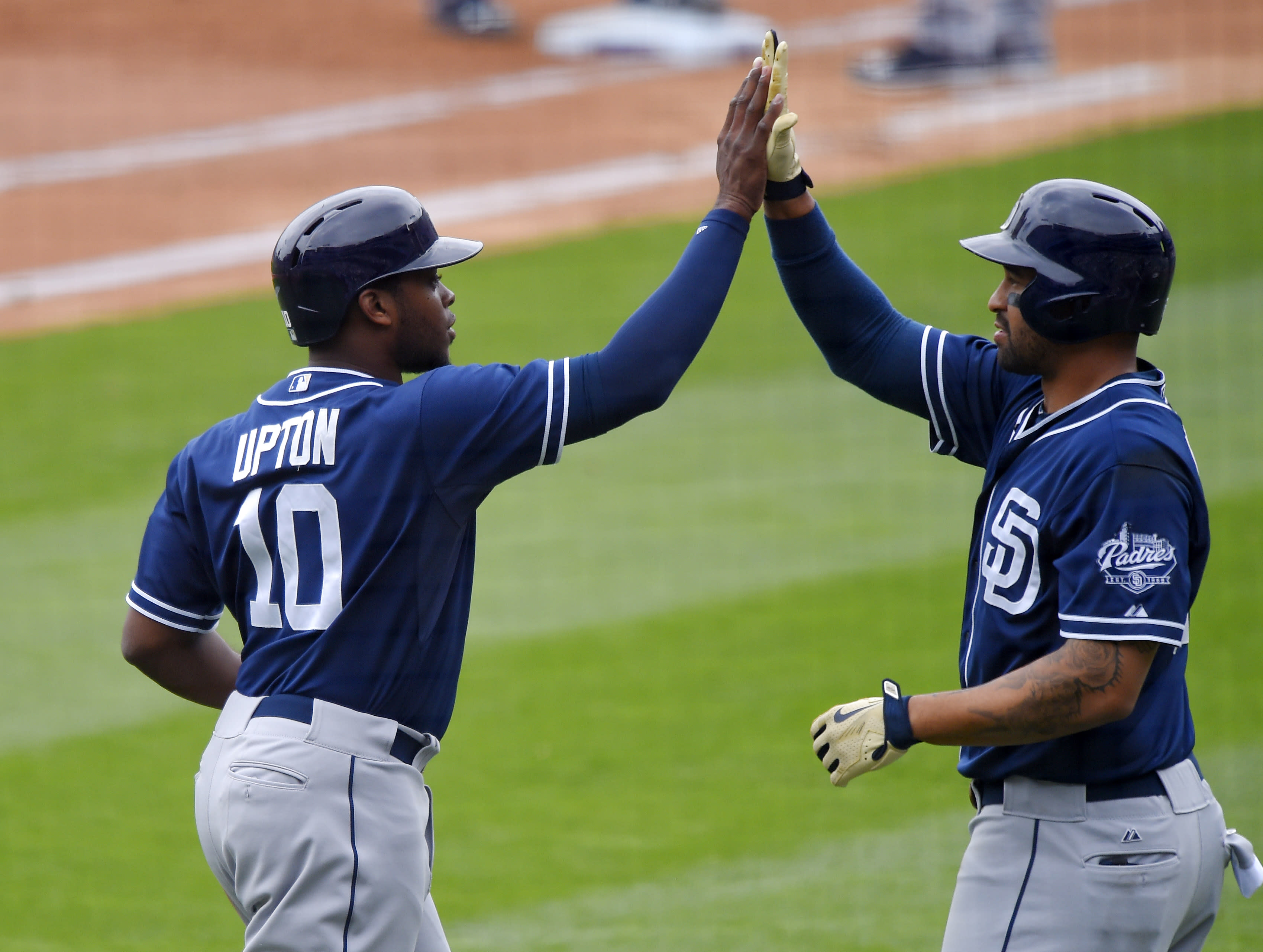 Justin Upton's slam, 6 RBIs lead Shields, Pads over Dodgers