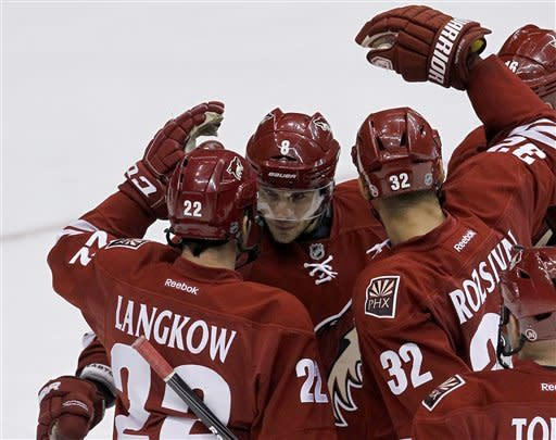 Smith makes 54 saves, Coyotes blank Jackets 2-0