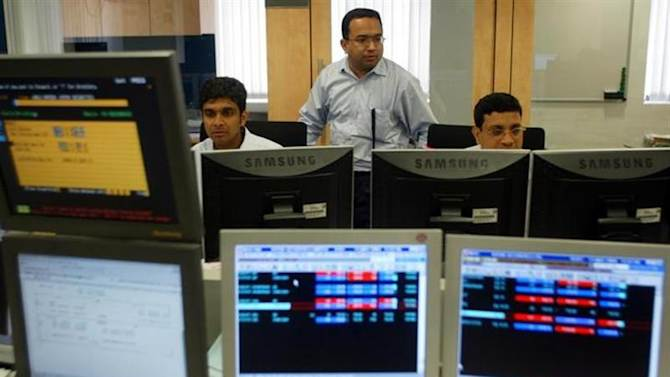 Stock brokers keep watch on the key Sensex share index graph in a brokerage firm in Bombay May 13, 2004. REUTERS/Punit Paranjpe/Files
