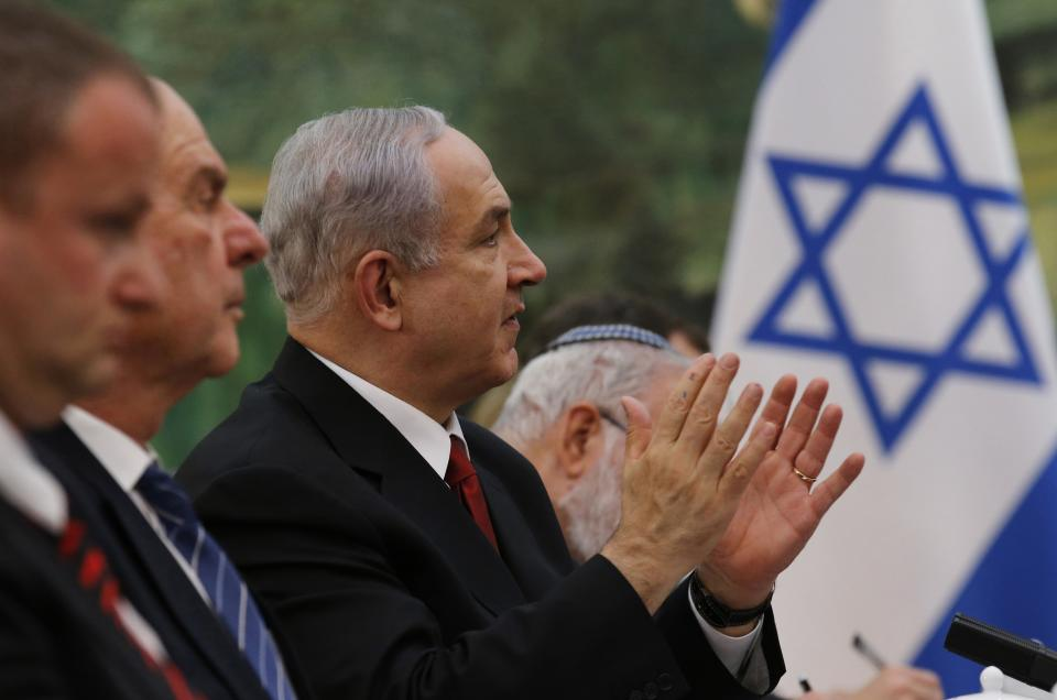 Israeli Prime Minister Benjamin Netanyahu, third from left, speaks to Chinese President Xi Jinping, unseen, during a meeting at the Great Hall of the People in Beijing, Thursday, May 9, 2013. (AP Photo/Kim Kyung-Hoon, Pool)