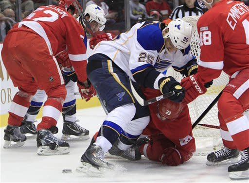 Wings top Blues 3-1, earn 17th straight home win