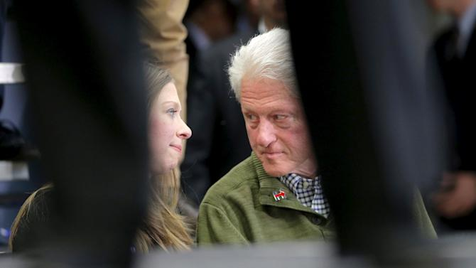 """Chelsea Clinton talks to her father, former U.S. President Bill Clinton, as U.S. Democratic presidential candidate Hillary Clinton speaks at a """"Get Out the Vote"""" campaign rally in Manchester"""