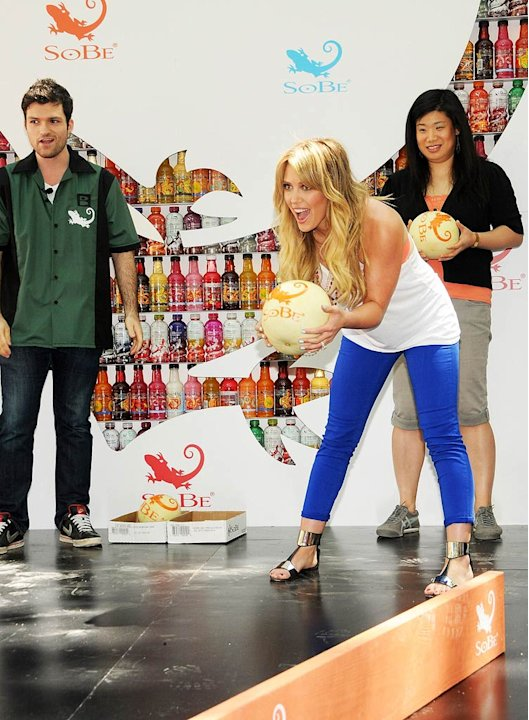 Hilary Duff So Be Bowling