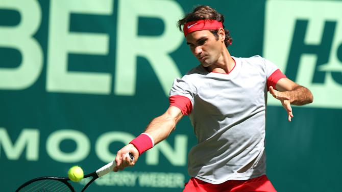 Federer through to Halle semis after Lu pulls out