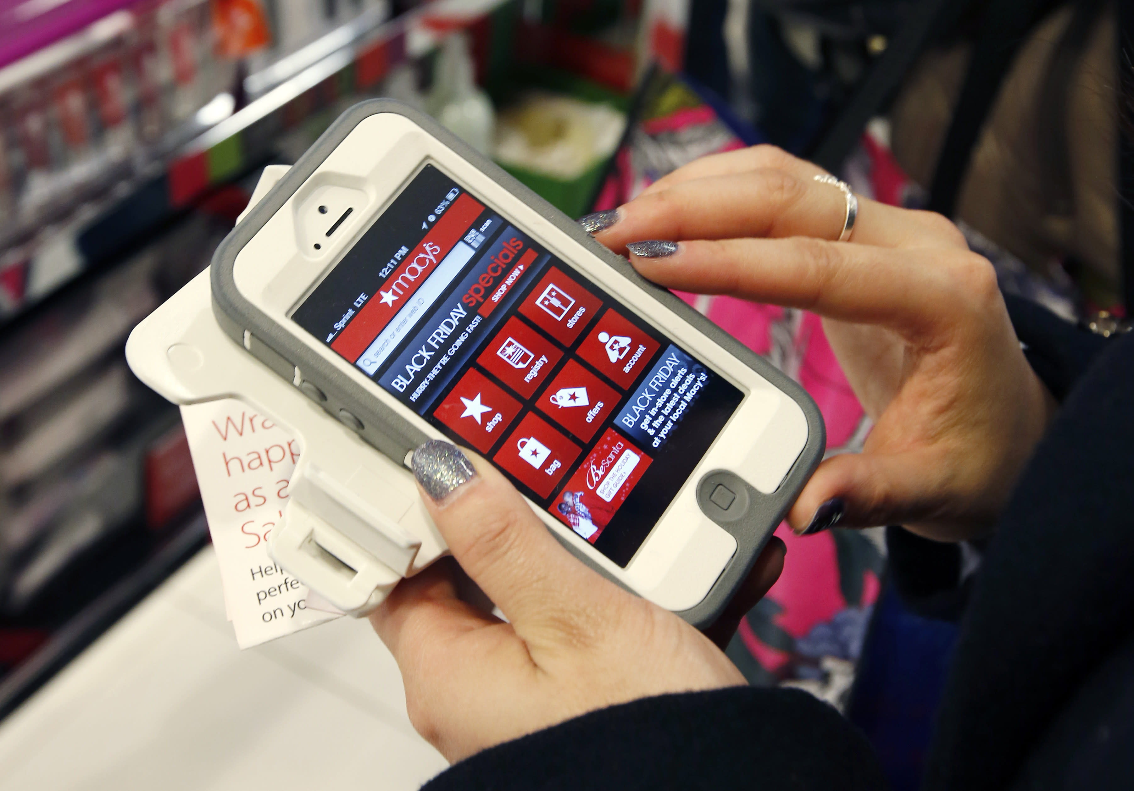 Smartphones overtake desktops for holiday shopping