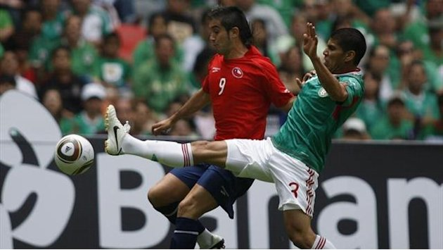 Spanish Liga - Malaga swoop for Chile midfielder Morales