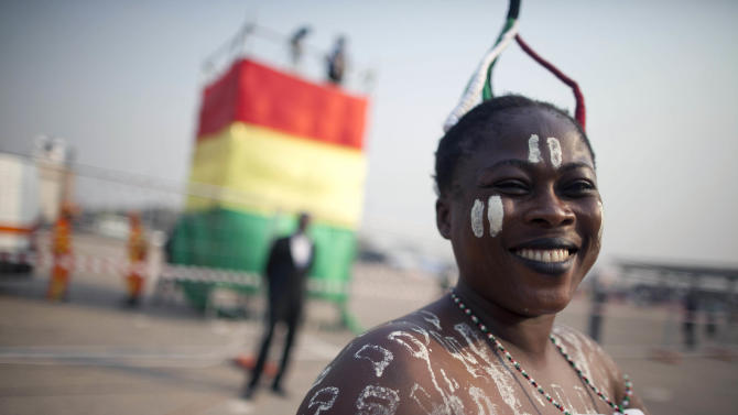 A Ghanaian woman arrives at Independence Square hours ahead of the inauguration ceremony of President-elect John Dramani Mahama, in Accra, Ghana, Monday, Jan. 7, 2013. Mahama became president of Ghana on Monday, sworn in as the opposition continues to dispute election results in one of West African's most stable democracies. (AP Photo/Gabriela Barnuevo)
