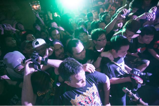 The crowd pushes its way to the front of the stage. Photo by Niña Sandejas.