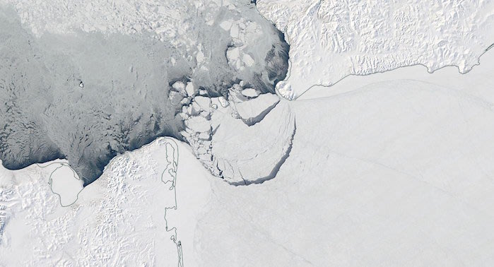 2,000 Square Miles of Ice Breaks in Bering Strait, Totally Not a Sign of Global Warming