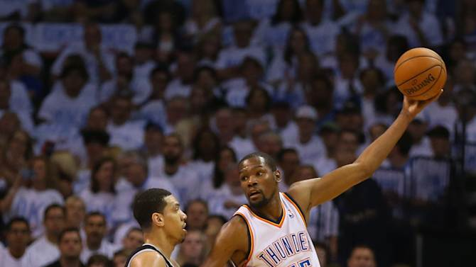 Can Kevin Durant palm a basketball? An investigation