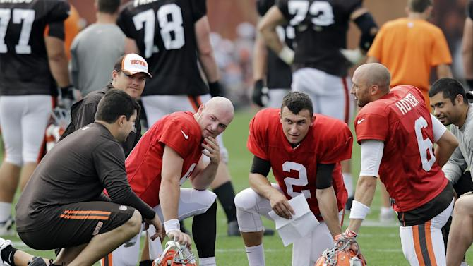 Browns hope to name starting QB on Tuesday