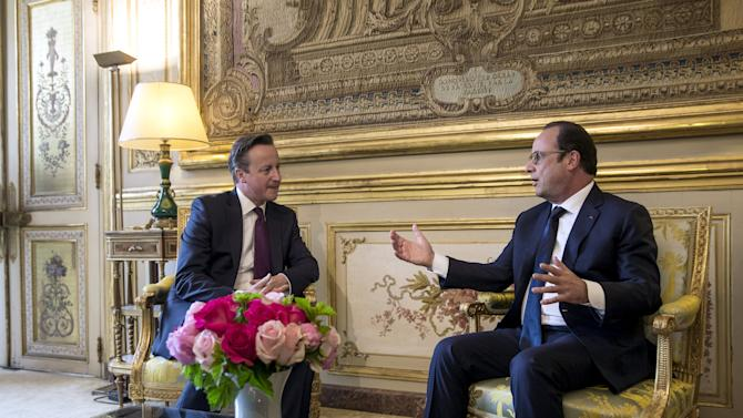 French President Hollande and Britain's Prime Minister Cameron meet at the Elysee Palace in Paris