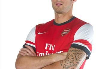 Wenger confident Giroud can deal with Van Persie burden despite Sunderland shocker