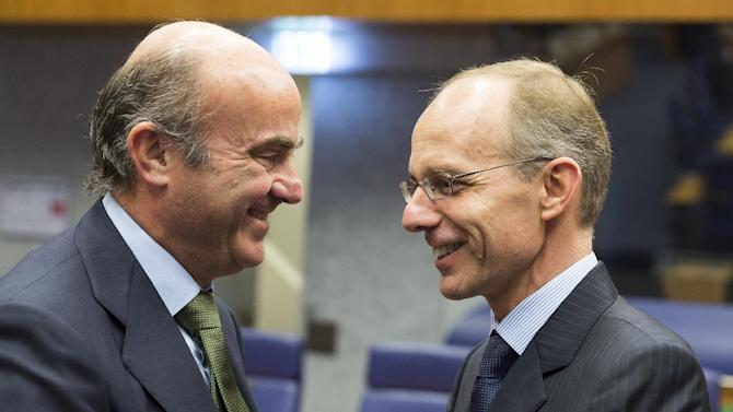 Spain's Economy Minister Luis De Guindos Jurado, left, speaks with Luxembourg's Finance Minister Luc Frieden during a round table meeting of Eurogroup members in Luxembourg on Monday, Oct. 14, 2013. Finance ministers from the 17 nations using the euro currency are discussing how to establish a common backstop fund to restructure or bail out bust banks. Dutch Finance Minister Jeroen Dijsselbloem, who chairs the meetings of the Eurogroup of finance ministers, cautioned Monday's talks were about technicalities and no final decision was expected. (AP Photo/Thierry Monasse)