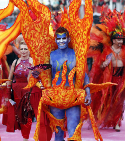 A guests in costume arrives for the opening ceremony of the 20th Life Ball in front of the city hall in Vienna, Austria, on Saturday, May 19, 2012. The Life Ball is a charity gala to raise money for people living with HIV and AIDS. (AP Photo/Ronald Zak)