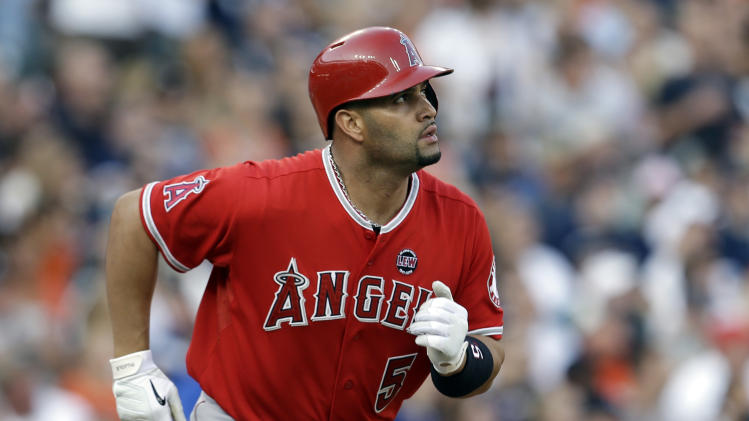 Pujols sues Jack Clark over steroid comments