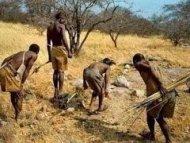 ΑΠΙΣΤΕΥΤΟ ΒΙΝΤΕΟ: Η στιγμή που μια φυλή της Αφρικής, αντικρίζει για πρώτη φορά λευκούς ανθρώπους!