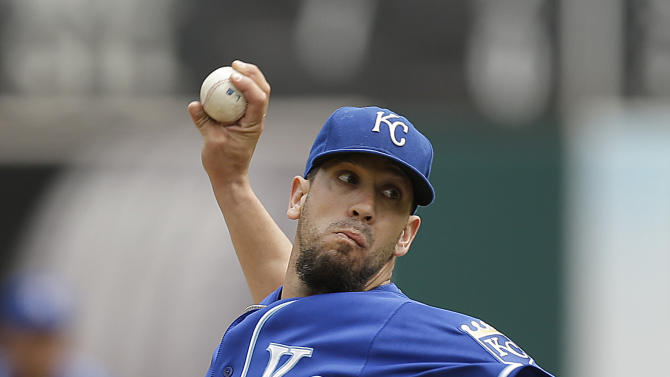 Shields sharp as Royals top A's 4-2
