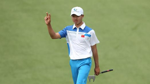 Teen star Guan plays like old pro in first round
