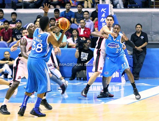 San Mig's Joe Devance tries to get the ball to Denzel Bowles. (Nuki Sabio/PBA Images)