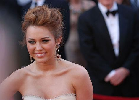 Miley Cyrus Tweets Pants-Less Photo: Who Else is Going Pants-Less?