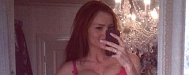 New mom flaunts flat abs in provocative selfie. (Caroline Berg Eriksen)