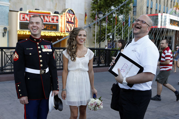 Las Vegas Wedding Wagon Offers $99 Mobile Ceremonies