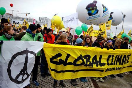 World climate rallies put pressure on Paris summit to act