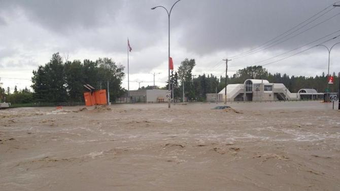 @NatbyNature here's a photo of the flooding by Erlton Stampede station. At least it FINALLY stopped raining in #YYC! pic.twitter.com/onehlqDNAb