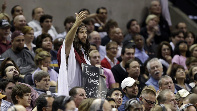 A San Antonio Spurs fans gestures during the first quarter of the Spurs' NBA basketball game against the Memphis Grizzlies, Saturday, Dec. 1, 2012, in San Antonio. (AP Photo/Eric Gay)
