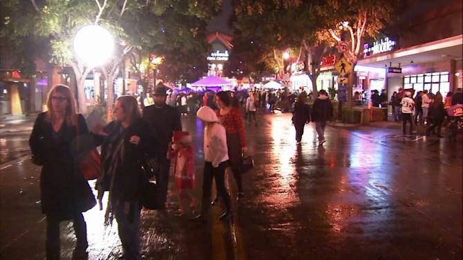Rain continues in Southland; High surf expected through Monday