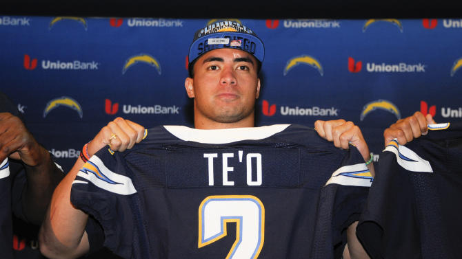 San Diego Chargers draft pick, inside linebacker Manti Te'o, from Notre Dame, holds up his Chargers jersey during  an NFL football news conference at the Chargers' facility Saturday, April 27, 2013 in San Diego.  (AP Photo/Denis Poroy)