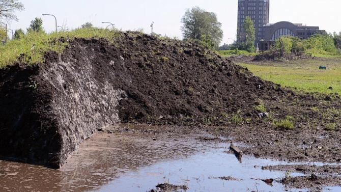 Buffalo Snow Pile Refuses to Melt Eight Months After Snowstorm