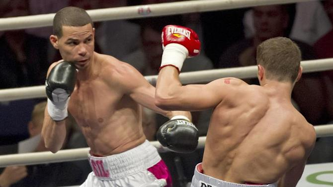 . Helsinki (Finland), 19/09/2014.- Richar Abril of Cuba (L) and Edis Tatli of Finland in action during their WBA World Lightweight Championship match in Helsinki, Finland, 20 September 2014. EFE/EPA/MARKKU OJALA FINLAND OUT