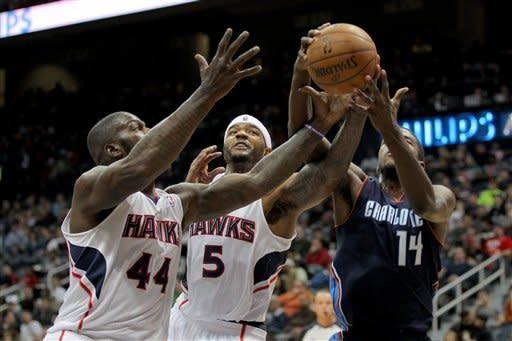 Harris, Smith lead Hawks past Bobcats 113-90