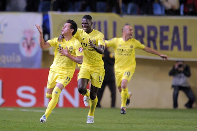 Villarreal's Dutch Midfielder Hernan Perez  (L) Celebrates With Villarreal's Colombian Defender Cristian Zapata And AFP/Getty Images