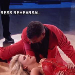 'DWTS' Couple Dances Through Painful Injuries