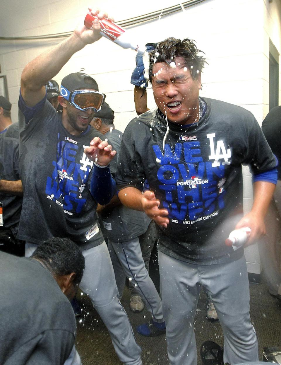 Dodgers clinch NL West, beat Arizona 7-6