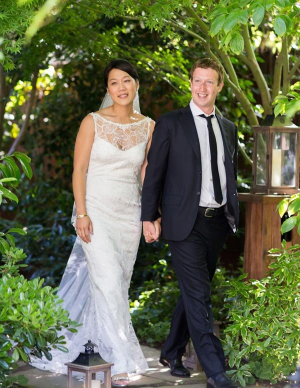 Mark Zuckerberg & Wife Priscilla Chan Look Like 'Strangers' In Wedding Photos Says Expert