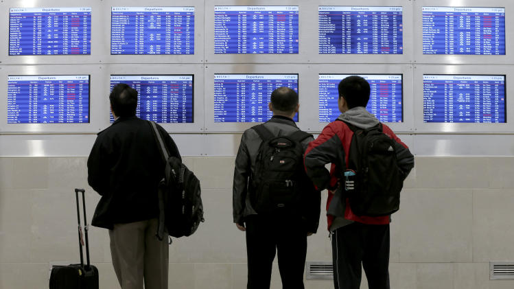 Sandy shuts down Northeast air travel