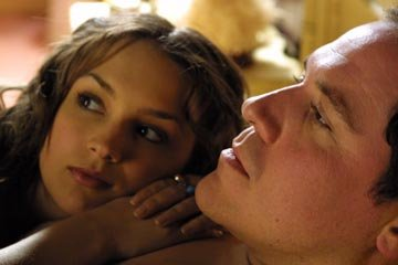 Rachael Leigh Cook and Jon Favreau in The Big Empty (2003).