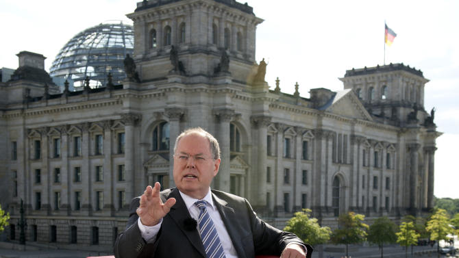 Merkel rival: suspend trade talks over NSA scandal