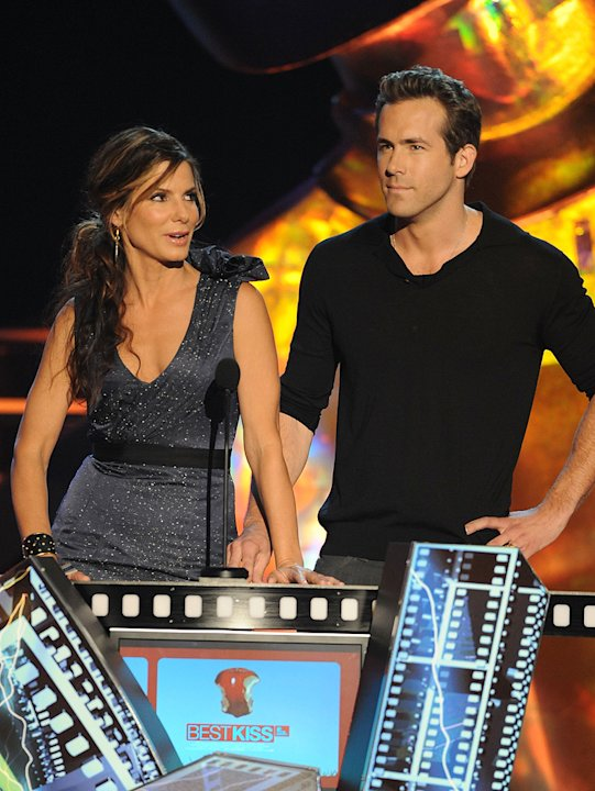 MTV Movie Awards Show Photos 2009 Sandra Bullock Ryan Reynolds
