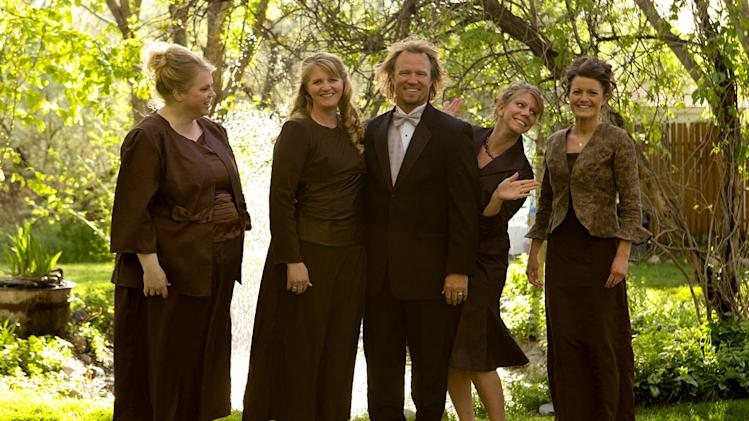 "Kody and his wives.  Janelle, Christine, Kody, Meri, and Robyn on ""Sister Wives."""